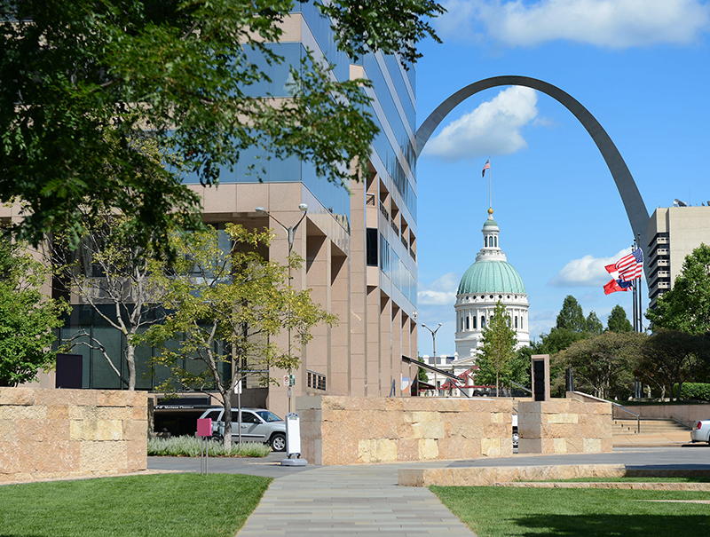 downtown st louis gateway arch office buildings